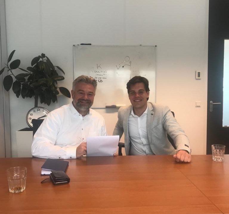 Olfertjan Niemeijer (l.) met Aron Schilder (r.) van Recruit Robin.